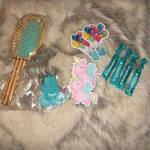 SUGARBEARHAIR Wooden Brush and Accessories